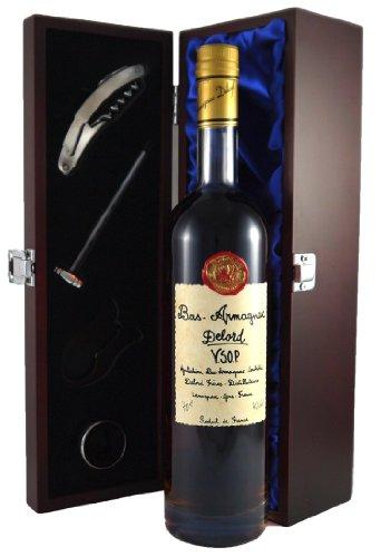 Delord Freres Bas Armagnac VSOP 70 CL in Geschenkbox ,Satin ausgekleidet ,mit vier Accessoires ,Korkenzieher ,Giesser ,Kapselabschneider ,Weinthermometer .