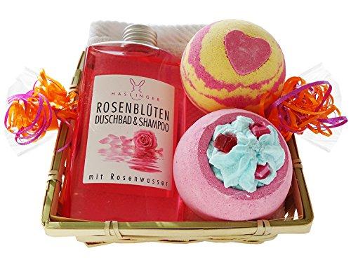 Wellness Geschenkset für die Dame 5 tlg. Rosenblüten Duschbad und Shampoo, 2 x Badebombe, Seiftuch weiß im Geschenkkorb
