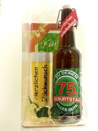 Geschenk Set, Bierset Bier Geschenk zum 75. Geburtstag das bei Frau und Mann immer gut ankommt, Bierflasche mit Etikett, Glas Bierkrug und Geschenk Postkarte