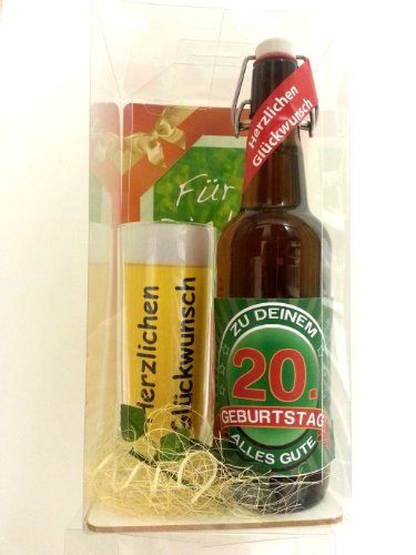 Geschenk Set, Bierset Bier Geschenk zum 20. Geburtstag das bei Frau und Mann immer gut ankommt, Bierflasche mit Etikett, Glas Bierkrug und Geschenk Postkarte