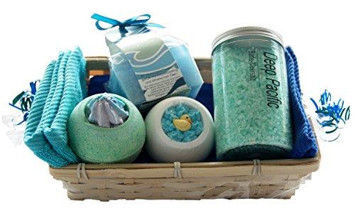 """Wellness Geschenkset """" Seebrise """" 7 tlg, Massageschwamm, Badesalz Deep Pacific, 2 x Badebombe, 2x Handtuch 30x50cm türkis und blau als Badeset im Geschenkkorb"""
